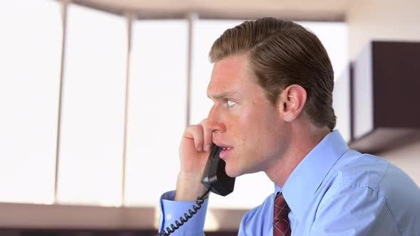 Thumbnail for Geschäftsmann am Telefon