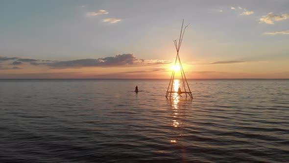 Konzeptionelle Sicht auf das Wasser bei Sonnenuntergang