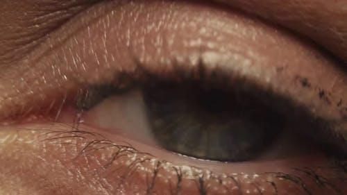 Frau Auge mit Mascara auf Ihre Wimpern - Makro Shot