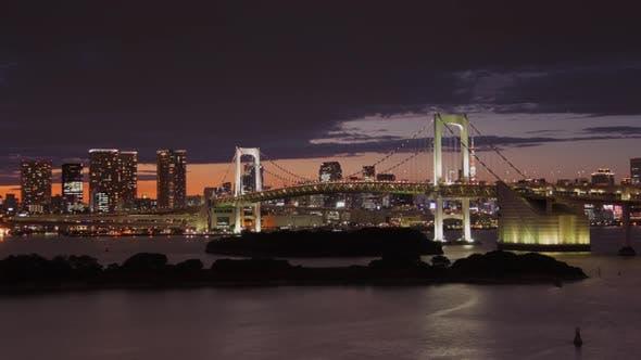 Thumbnail for Zeitraffer mit Blick auf die Bucht von Tokyo an der Rainbow Bridge und Tokyo