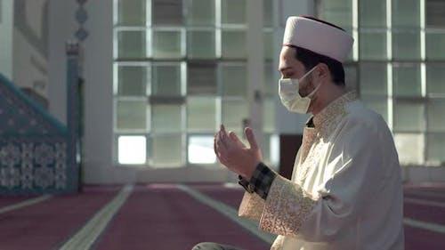 Masked Muslim İmam Praying