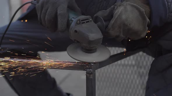Thumbnail for Polishing Metal After Welding Using Angle Grinder