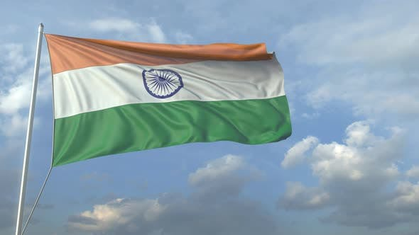 Thumbnail for Verkehrsflugzeug fliegt über winkende Flagge Indiens