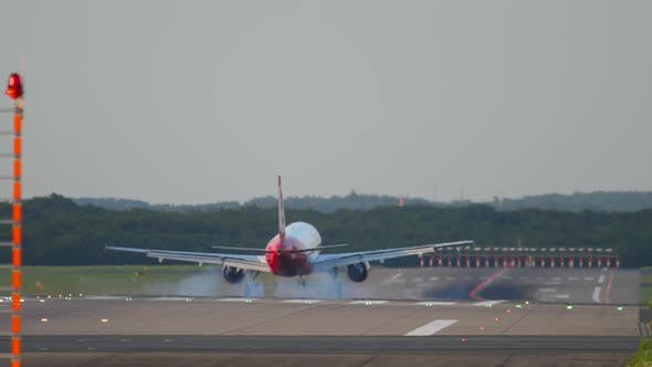 Cover Image for Airplane Landing in Dusseldorf