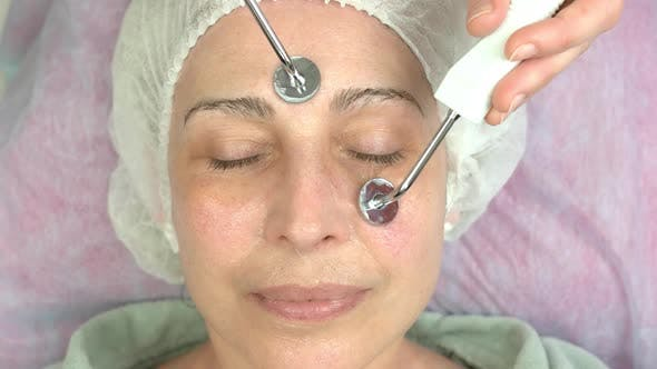Microcurrent Therapie Reife Frau