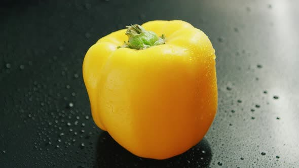 Thumbnail for Single Yellow Bell Pepper