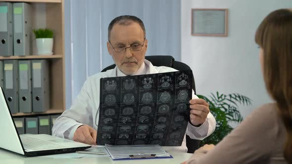 Cover Image for Doctor Informing Female Patient About Good Results of Brain MRI, Recovery