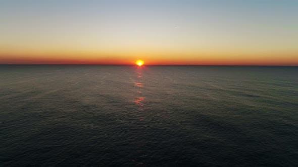 Thumbnail for Goldener Sonnenuntergang auf dem Meer