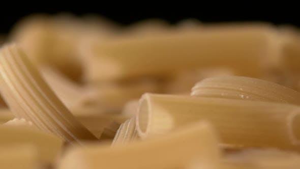 Thumbnail for Art der italienischen Pasta, Hintergrund, Schwarz, Rotation, Nahaufnahme