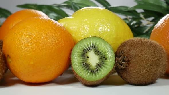 Thumbnail for Zitrusfrüchte auf dem Tisch