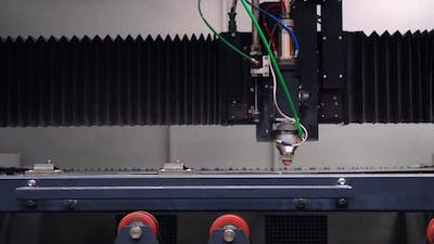 Robotic Laser Cutting at the Plant