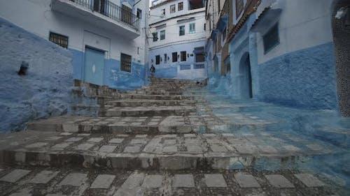 SCHÖNE BLUE CITY, CHEFCHAOUEN TREPPE IN MAROKKO